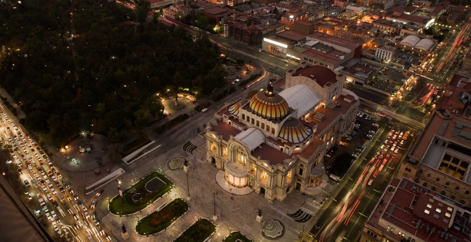 The mighty Palace of Bellas Artes