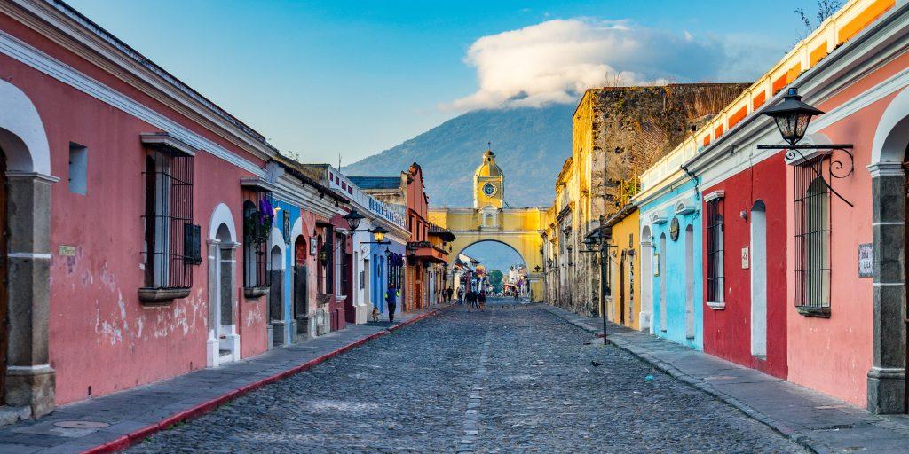 vista de una calle de Antigua Guatemala