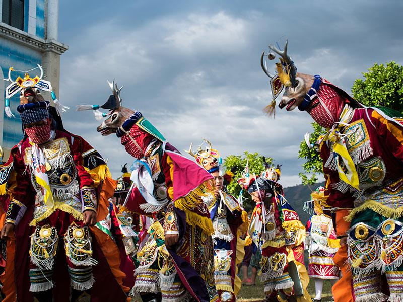 danzantes mayas en Guatemala