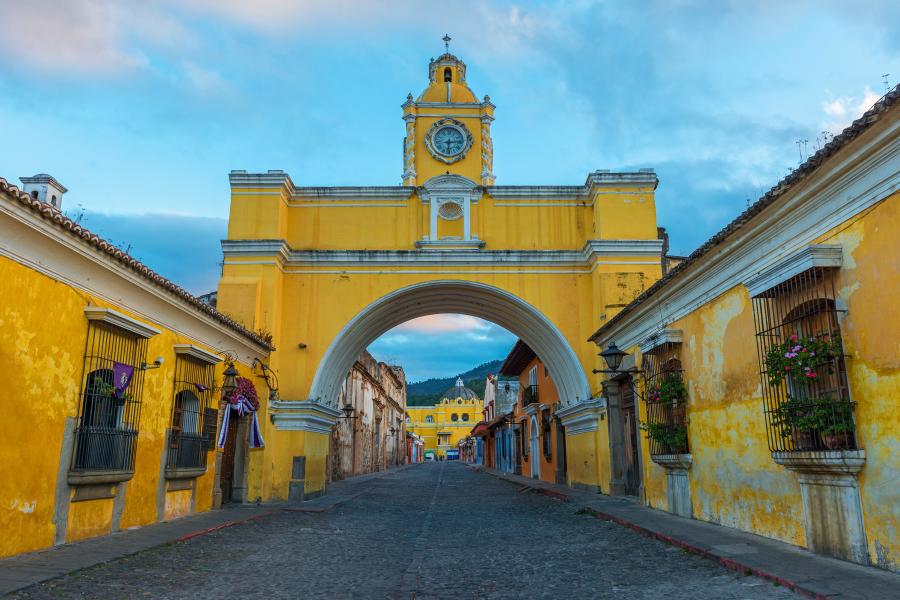 Antigua-Guatemala-calle-del-arco