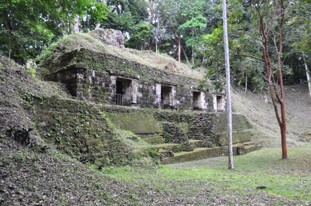 Yaxhá-El-Petén-Guatemala-1-1024x680